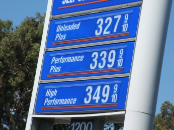 Gas_prices,_July_2006,_San_Francisco,_California_01