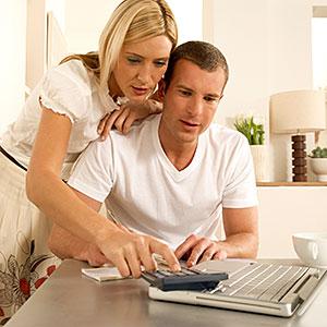 couple-laptop-finances-300-78002542