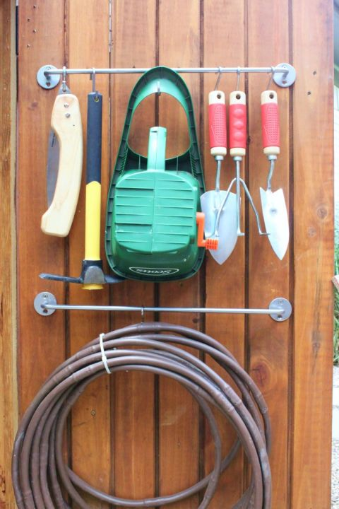 1435775632-1433442694-tool-shed-towel-bar-de