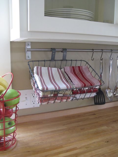 1435775635-1433443070-under-cabinet-towel-bar-de