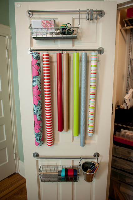 1435775637-1433443674-towel-bar-wrapping-paper