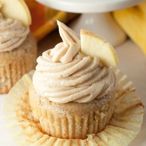 apple-cider-cupcakes-and-brown-sugar-cinnamon-buttercream-frosting-recipe